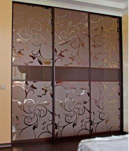 Двери для встроенного шкафа с пескоструйным рисунком