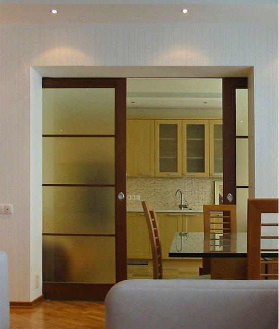 Раздвижные перегородки между кухней и гостиной
