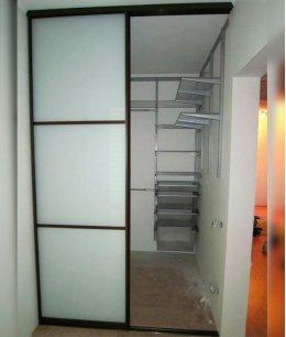 Дверь в маленькую гардеробную