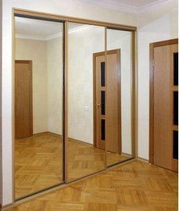 Дверь для встроенного шкафа в нише