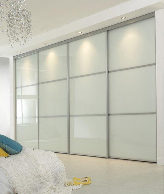 Шкаф купе встроенный белое стекло