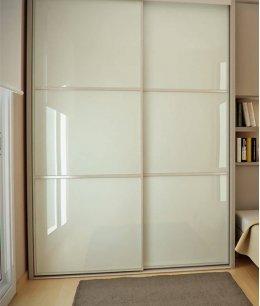 Встроенный шкаф купе в маленькой комнате