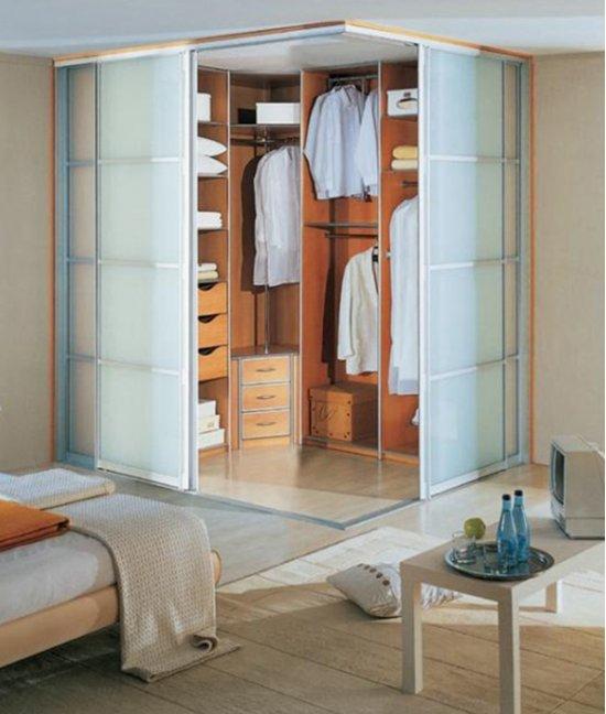 Угловой шкаф гардеробная в спальне