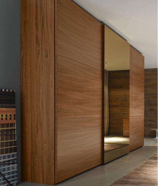 Гардеробный шкаф из дерева