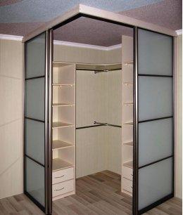 Квадратный шкаф гардеробная
