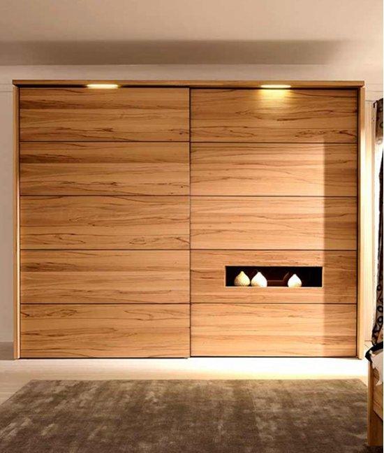 Низкий гардеробный шкаф