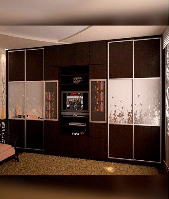 Шкаф купе в гостиную с телевизором