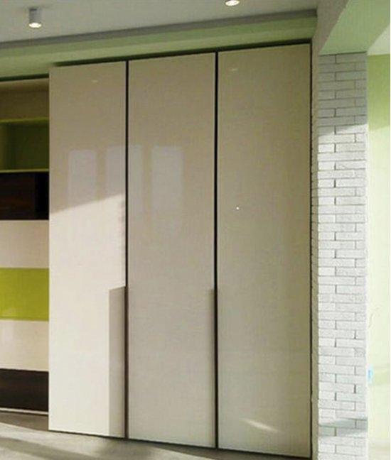 Шкаф книжный со стеклянными дверцами в детскую
