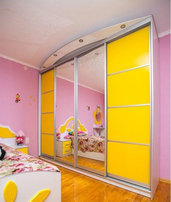 Желтый шкаф в детскую