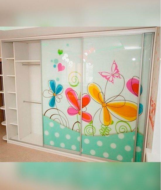 Детский шкаф с бабочками