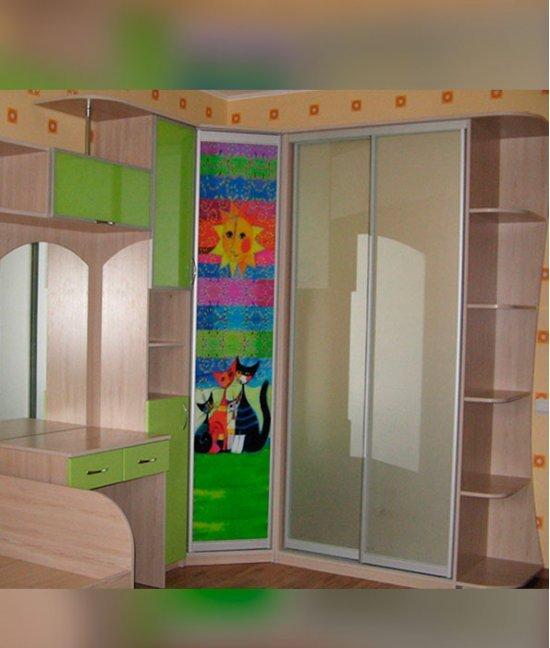 Высокие детские шкафы
