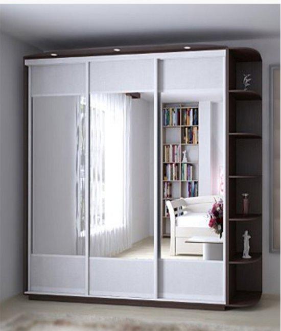 Белый шкаф купе 3 (три) двери с зеркалом