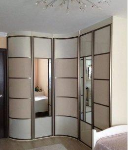 Радиусный зеркальный шкаф купе угловой