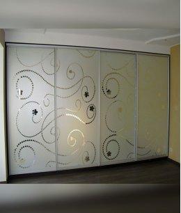 Четырехдверный шкаф купе с пескоструйным рисунком