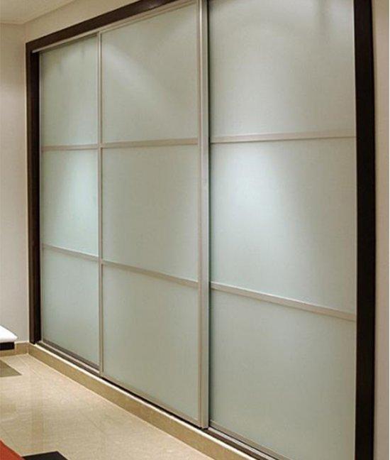 Шкаф купе с матовым стеклом в прихожую