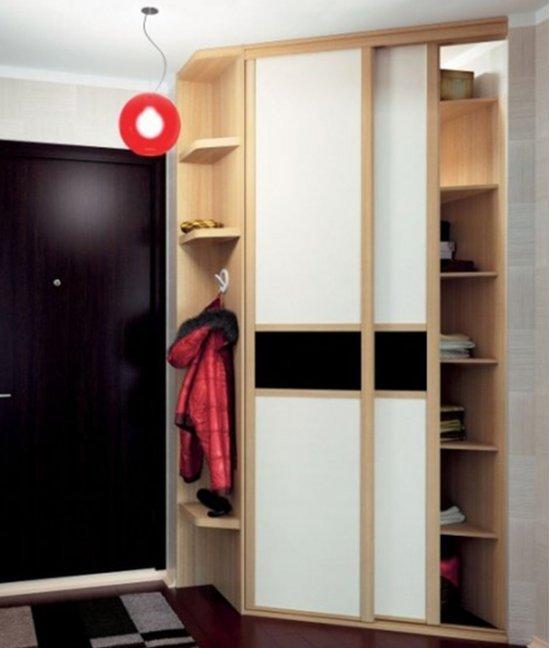 Небольшой угловой шкаф в прихожую