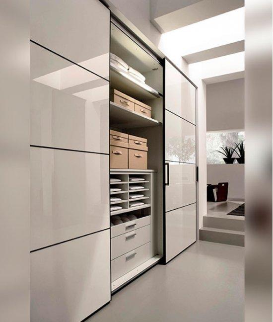 Встроенный шкафы в длинную прихожую