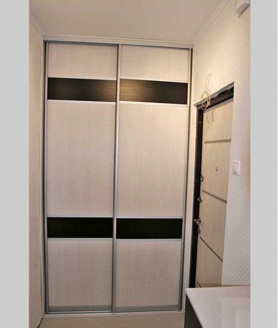 Небольшой встроенный шкаф в прихожую