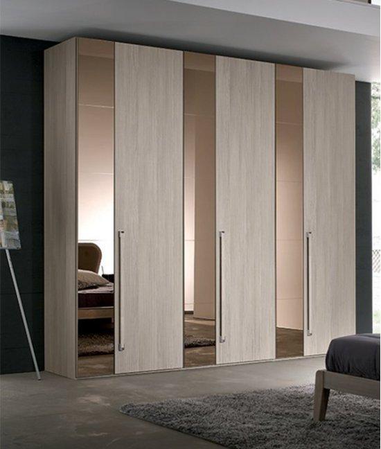Шкаф купе комбинированный с распашными дверями