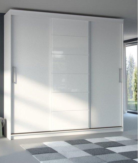Современный белый шкаф купе