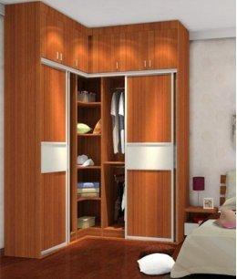 Угловой шкаф купе в однокомнатной квартире