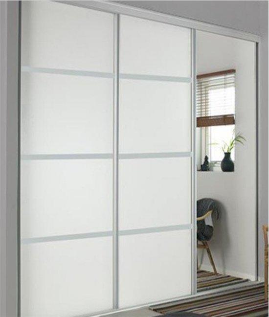 Шкаф-купе трехдверный с зеркалом белый